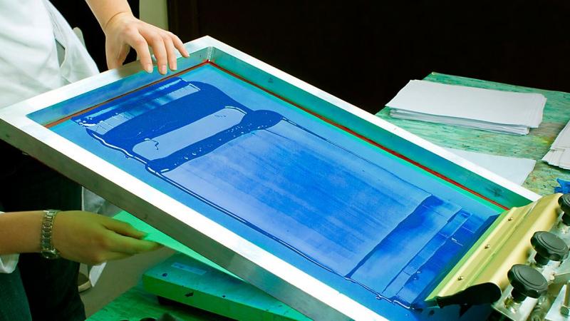 Is Vinyl Better than Screen Printing?