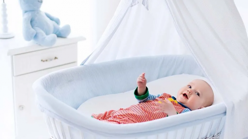 Should You Buy A Crib Or A Cradle?